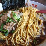 キリン食堂 - ストレートの細麺
