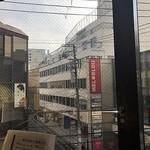 漢方牛 三代目関村 - 窓際席からの眺め