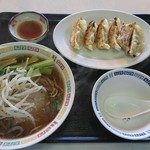 食堂 華 - ラーメン、焼餃子