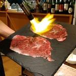 大衆肉バル 7+3 - 炙りユッケ