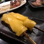 炭火やきとり 伝兵衛 - つくねチーズ