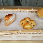 穂の香 - 作りたてのパンが並んでいます