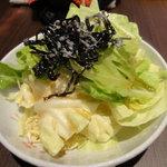八っちゃん - ざく切りキャベツ昆布のせ(\100)