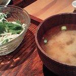 ハンキーパンキー食堂 - サラダと味噌汁