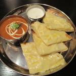 インド定食 ターリー屋 - 料理写真:バターチキン&チーズナンセット 930円