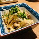宵の口 - 鳥皮の玉葱ポン酢(600円)