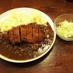 いっとっ亭 - ロースカツカレーとサラダ
