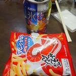 久保田屋酒店 - 氷結とかっぱえびせん
