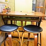 八尾蒲鉾 - 店内(テーブル席)