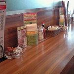生パスタバカの店 銀座パストディオ - 店内のテーブル席の風景です