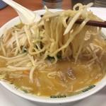 日高屋 - 味噌ラーメン 麺リフト
