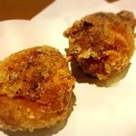 焼鶏 炭吉 - 大粒ニンニクの唐揚げ、塩胡椒味
