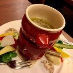 イタリア食堂SORA - バーニャカウダ S 700円 (1〜2人前) ブロッコリー・カリフラワー・ごぼう・大根・コーン・パプリカ・オクラ・レンコン。 バーニャカウダソースが良いお味で良質なアンチョビをたっぷり使用