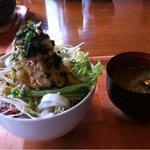 Wakafesaike - 蒸し鶏のおろし丼