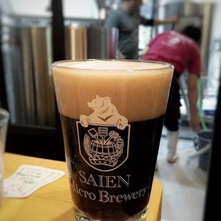 店舗で醸造したビールをそのまま飲む