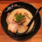 京都 龍旗信 -  鶏たいたん塩ラーメン 850円