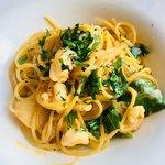 79288994 - 海老のクリームソースと小蕪のスパゲティーニ