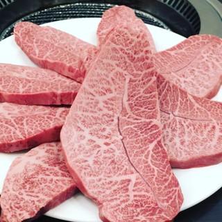 高級和牛の丸富商店、内臓専門の老舗、高本商店で目利きされた肉