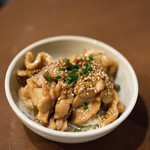 焼肉・塩ホルモン 三ちゃん - 2018.1 鶏皮(お通し)