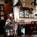 カフェ瑠璃 - 落ち着いた店内