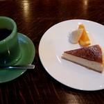 カフェ瑠璃 - 料理写真:HOTコーヒー&ケーキセット