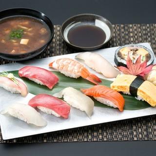先代から受け継いだ江戸前鮨の味をお気軽にランチでも。