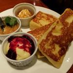 CAFE AALIYA - フレンチトーストミックス930円