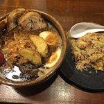 麺場唐崎商店 - 料理写真:黒北海道味噌ラーメンとチャーハンのセット