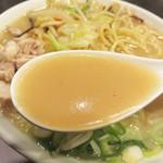 元祖名島亭 - ラーメン屋のチャンポンだから豚骨スープでコク旨です。
