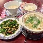 バーミヤン - 料理写真:青椒肉絲とねぎだく土鍋とんこつ炊き餃子 ごはん  豆乳スープ