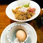 煮干し豚骨らーめん専門店 六郷 - 和え玉200円はクーポンで無料。生玉子は現金50円。