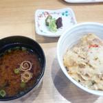 神戸串あげ SAKU - ご飯と味噌汁と漬け物