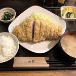 79306977 - 【料理】霧降高原豚の特ロースかつ定食