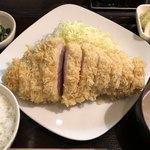 79306978 - 【料理】ボリュームたっぷりのロースかつ!!