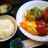 連れてっ亭 - 料理写真:ひとくちチキンカツとホーレン草オムレツの盛り合わせ【平日10食限定日替りランチ】/御飯、味噌汁、サラダ、漬物付き