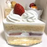 トリアノン - デラックス ショートケーキ 475円