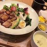アフタヌーンティー・ティースタンド - ローストポークサラダ