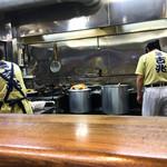麺壱 吉兆 - 厨房雰囲気