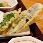 杵屋 - 天ぷらを横から見るとこんな感じ