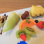 パナリ CAKE&CAFE - フルーツのオールスター