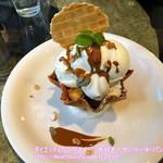 ラ・ウーベ - 島ミルクアイスとチーズケーキパフェ