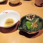 寿司栄 華やぎ - カワハギの肝和え。