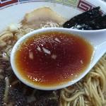 煮干鰮豚骨らーめん 嘉饌 - 正油ラーメン スープインザレンゲ