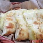カトマンドゥカリーPUJA - チーズナン