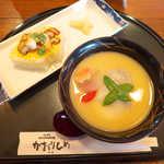 かおりひめ - 〔正月限定〕香川の雑煮(¥880)。餅2個と寿司の組合せ、満腹確定です