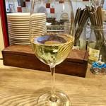 ミーオ - ハウスワイン(白)。ハウスワインは野田店と同じとのこと。