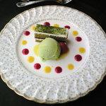 レ・セゾン - 野菜のアイスクリームとよもぎを使ったケーキ
