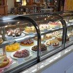 カフェケーキ・ルック  日永カヨー店 - ケーキバイキングは、ショーケース前でオーダー