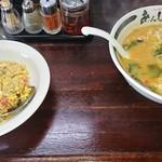 ら~めん あんじ - 料理写真:味噌エビラーメン930円と、半チャーハン330円