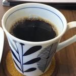 カフェ・クラッセ - 九谷焼っぽい器に入ったコーヒー